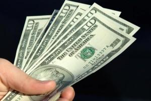 Sem-teto recebe doações de R$ 263 mil após devolver bolsa com R$ 92 mil