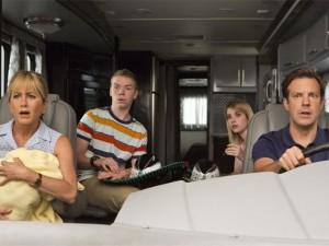 Par de ingressos + kits do filme Família do Bagulho